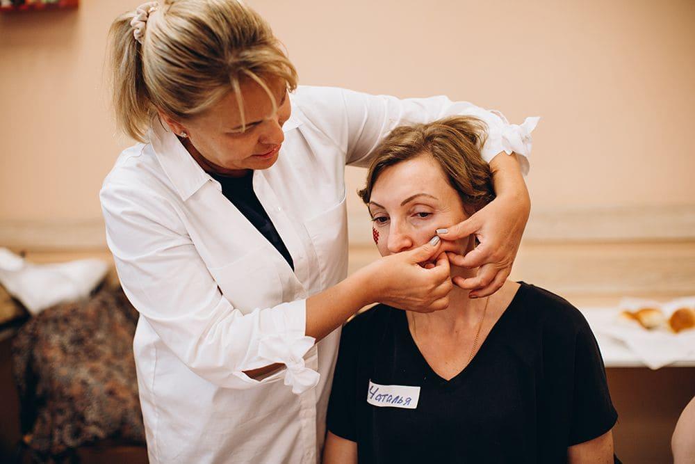 Как подтянуть овал лица после 50 лет? Самые эффективные процедуры в 2020 Фото-1