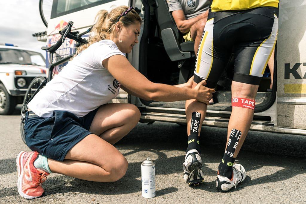 Тейпирование внешней боковой связки колена Фото-5