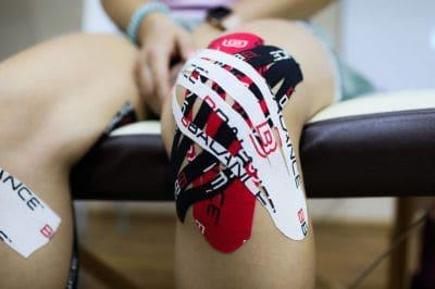 Тейпирование коленного сустава при артрозе схема