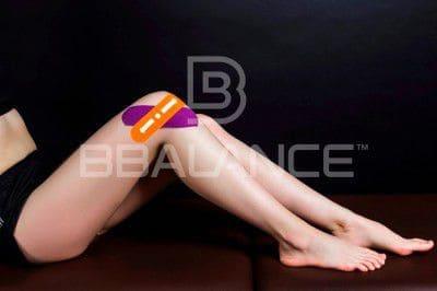 Наложение кинезио тейпа для поддержки боковых связок коленного сустава